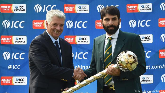 Misbah-ul-Haq Cricket Spieler ICC Test Championship mace (Getty Images/AFP/A. Ali)