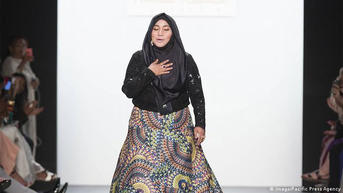 USA Designerin Anniesa Hasibuan bei der New York Fashion Week (Imago/Pacific Press Agency)