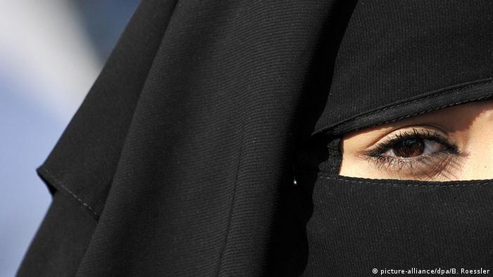 Frankfurt Vollverschleierte Frau