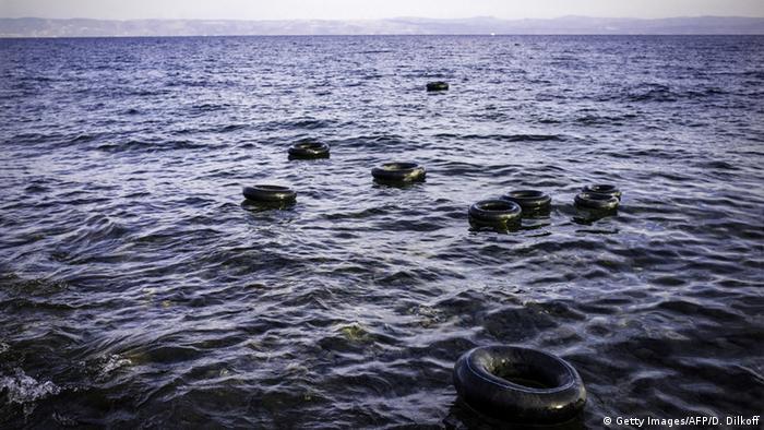 Mittelmeer Rettungsringe Symbolbild Schiffsunglück