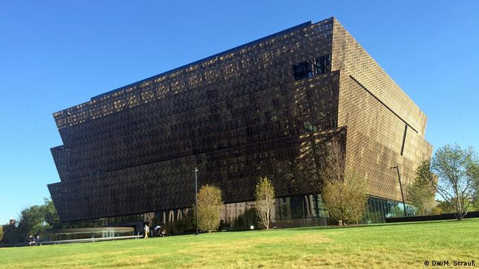 Obama inaugura museu afro-americano em Washington