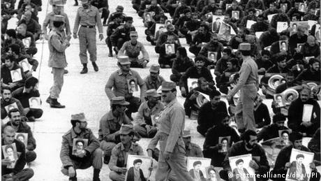 Serangan balik Iran mengejutkan Irak ketika Teheran berhasil menguasai kembali pelabuhan Khorramshahr. Baghdad mengumumkan gencatan senjata dan menarik kembali pasukannya, tetapi Teheran menolaknya dan terus membom kota-kota Irak. Sejak April 1984, kedua belah pihak terlibat dalam perang kota, di mana sekitar 30 kota di kedua belah pihak dihujani serangan rudal