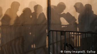 Мігранти у центрі реєстрації для шукачів притулку у Берліні