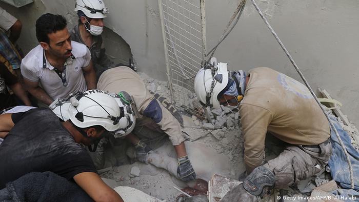 Syrien Weißhelme (Getty Images/AFP/B. Al-Halabi)