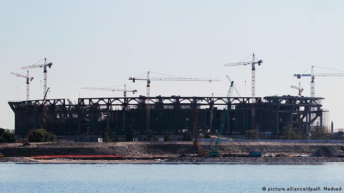 Строительство стадиона, 2013 год, демонтация крыши