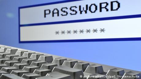Symbolbild Password (picture-alliance/dpa/J. Stratenschulte)
