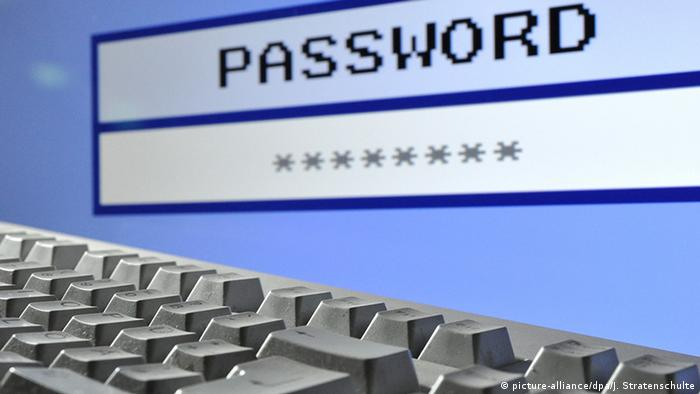 Symbolbild Password (picture-alliance/dpa/J. Stratenschulte)
