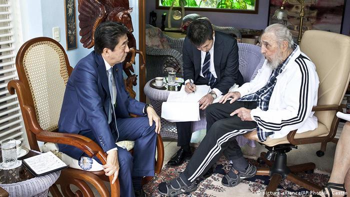 Kubas ehemaliger Staatschef Fidel Castro und der Premierminister von Japan Shinzo Abe