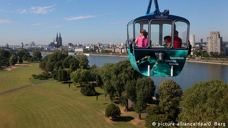 Cable car over Cologne's Rheinpark, Germany(picture-alliance/dpa/O. Berg)