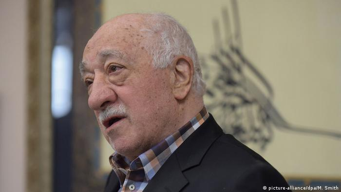 USA Fethullah Gülen bei einer Pressekonferenz (picture-alliance/dpa/M. Smith)