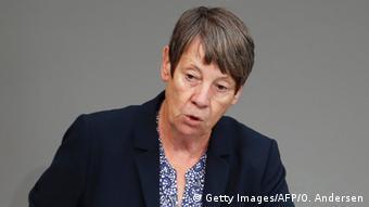 Berlin Bundestag Umwelt Ministerin Barbara Hendricks zu Klimaabkommen