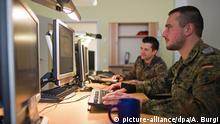 Deutschland Bundeswehr Soldat Computer Symbolbild