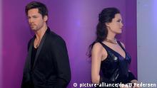 EXKLUSIV: Die Wachsfiguren der US-amerikanischen Schauspieler Angelina Jolie und Brad Pitt stehen am 22.09.2016 in Berlin im Madame Tussauds und kehren einander den Rücken zu. Nachdem das Paar seine Trennung bekannt gegeben hatte, wurden nun auch die Figuren auseinander gestellt. Foto: Britta Pedersen/dpa +++(c) dpa - Bildfunk+++   picture-alliance/dpa/B.Pedersen