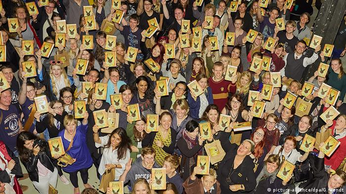 Group of students holding up Harry Potter books