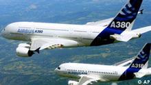 ** ARCHIV ** Ein Aribus A380 und ein Arboius A318 am 1. Juni 2005 auf einem von Airbus zur Verfuegung gestellten Bild. Die EADS-Aktionaere DaimlerChrysler und Lagardere verringern ihre Beteiligung an dem Luft- und Raumfahrtkonzern. DaimlerChrysler begruendete diesen Schritt am spaeten Dienstagabend, 4. April 2006, in Stuttgart mit der weiteren Konzentration auf das Autogeschaeft. (AP Photo/H. Gousse, Airbus) ---- ** FILE ** In this hand out photo released by Airbus, the brand new jumbo jet A380 is seen flying in formation with the much smaller Airbus A318 during testing near Toulouse, southwestern France, June 1, 2005. German-U.S. automaker DaimlerChrysler AG said Tuesday, April 4, 2006 that it will reduce by 7.5 percent its stake in European Aeronautic Defence and Space Co. as it focuses on its core automotive business, a share that the company valued at about 2 billion (US$2.4 billion). (AP Photo/H. Gousse, Airbus)