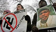Participants of a joint protest of foreign students and members of the Kremlin-linked youth group Nashi (Ours) hold a portrait of Cameroonian student Kanhem Leon who was killed 24 December by racists, during a joint rally with foreign students near Smolny in St.Petersburg on Tuesday, 27 December 2005. Foreign students demanded more protection on their lives from Russian authorities. The killing was the latest of a series of attacks on foreign students in Russia. EPA/ANATOLY MALTSEV +++(c) dpa - Report+++