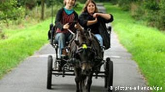 Eine Kutschfahrt in Ostfriesland, Mädchen