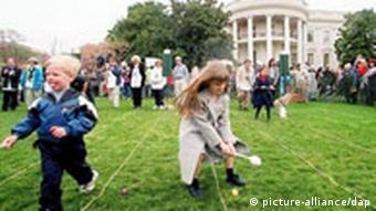 Kinder beim Eierlaufen vor dem Weißen Haus Ostern USA