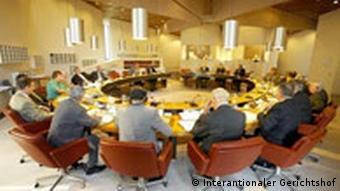 Internationaler Gerichtshof wird 60 Jahre alt Gericht in einem Meeting