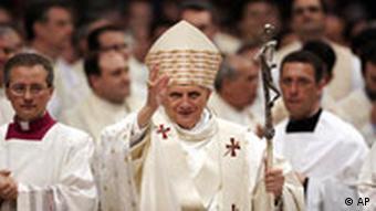 Papst Benedikt XVI Messe Ostern Brauchtum Religion