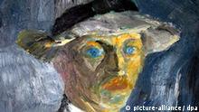 ARCHIV - Ein Selbstbild von Emil Nolde (1917) am Montag (03.04.2006) im Ausstellungsraum im schleswig-holsteinischen Neukirchen-Seeb¸ll (Kreis Nordfriesland). Vor 50 Jahren, am 13. April 1956, starb der expressinistische K¸nstler Emil Nolde an seiner Wohn- und Schaffensst‰tte Seeb¸ll bei Neukirchen. Foto: Wulf Pfeiffer (© Nolde Stiftung Seeb¸ll) dpa/lno (Achtung Redaktionen: Abdruck des Bildes nur in Zusammenhang mit der Berichterstattung ¸ber den 50. Todestag Noldes gestattet! Zu dpa-lno KORR-Inland Vor 50 Jahren starb der expressionistische K¸nstler Emil Nolde am 12.04.2006 - Wiederholung vom vom 07.04.2006) +++(c) dpa - Bildfunk+++