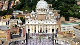 Peterdom im Vatikan, Archivbild, AP
