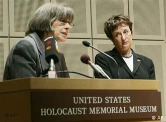 Sara Bloomfield und Brigitte Zypries (v. l.)