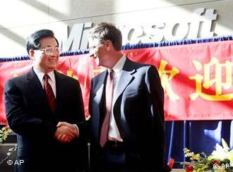 Chinese President Hu Jintao with Microsoft founder Bill Gates, whose admiration for China goes back a long way