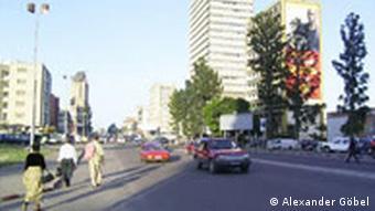 Straßenszene in Kinshasa (Foto: Alexander Göbel)