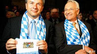 Klaus Wowereit und Edmund Stoiber als Bayern Fans