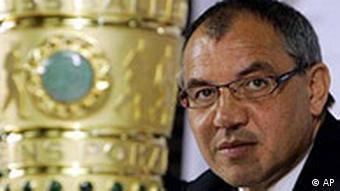 Magath s pokalom za pobjednika njemačkog Kupa