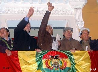 Evo Morales, al consumar la estatización del gas en Bolivia.