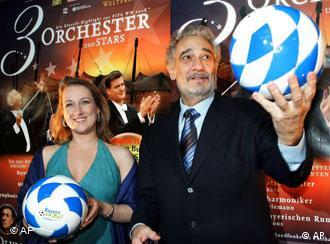 Der spanische Star-Tenor Placido Domingo, rechts, und die Sopranistin Diana Damrau, links (Foto: AP Photo/Christof Stache)