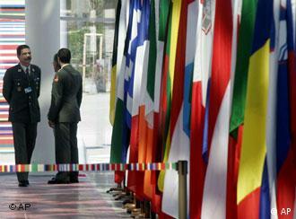 Mientras se prepara la cumbre oficial, los grupos alternativos ya levantan su voz en Viena.