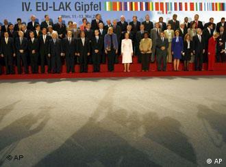 Foto oficial de los participantes a la Cumbre en Viena.