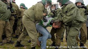 WM 2006 - Polizeiübung gegen Hooligans Deutschland Polen