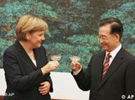 Brindis en Pekín: Angela Merkel con el primer ministro Wen Jiabao.