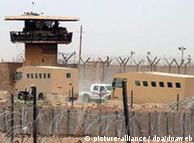 برخورد تحقیر آمیز سربازان با زندانیان یا اجساد کشتهشدگان در افغانستان یا عراق در سالهای گذشته نیز رخ داده است