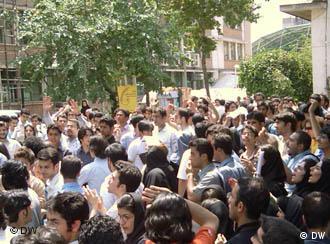 تظاهرات دانشجویی در دانشگاه تهران