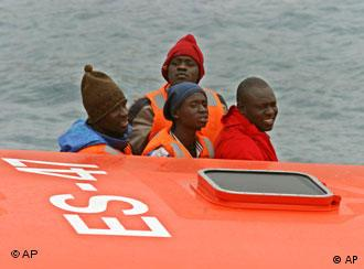 Fugitivos africanos surpreendidos pela guarda espanhola de fronteiras