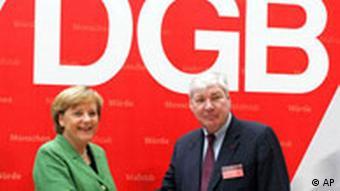 Angela Merkel bei der DGB Michael Sommer