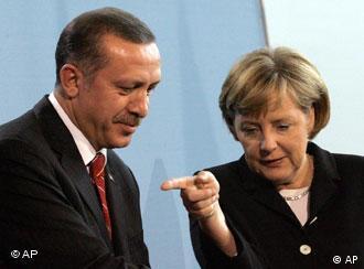 Hannover Fuarı'nın açılışında Erdoğan ve Alman meslektaşı Merkel birer konuşma yapacak.