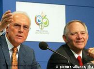 Франц Беккенбауэр и Вольфганг Шойбле во время пресс-конференции 31 мая в Берлине