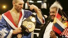 Boxer Nikolay Valuev aus Rußland gewinnt Schwergewichttitel in Berlin 18.12.2005
