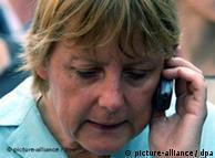Ангела Меркель отправляети в день до 20 sms