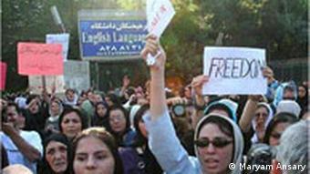 نمونهای از تظاهرات زنان ایران علیه تبعیض و خشونت