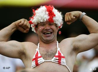 Englischer Fan (AP Photo/Darko Vojinovic)