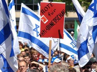 Demonstrators in Nuremberg protest against anti-Semitism and Ahmadinejad