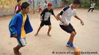 Fußball in Armenviertel in Brasilien