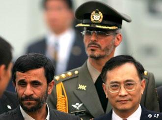 Präsident Ahmadinedschad (links) auf dem SCO-Gipfel in Schanghai